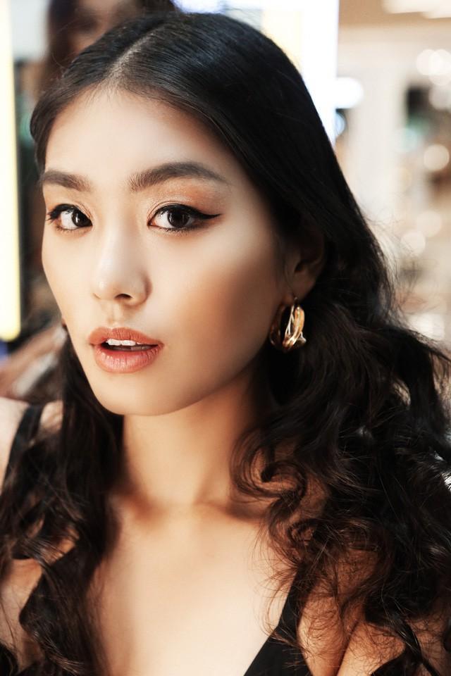 Bất ngờ hội ngộ trong cùng sự kiện, Hồng Xuân, Hà Trúc không hẹn đều chọn phong cách tóc từ sàn runway NYFW 2019 - Ảnh 3.