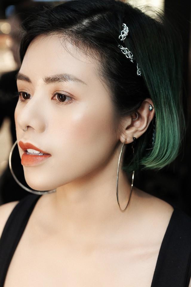 Bất ngờ hội ngộ trong cùng sự kiện, Hồng Xuân, Hà Trúc không hẹn đều chọn phong cách tóc từ sàn runway NYFW 2019 - Ảnh 4.
