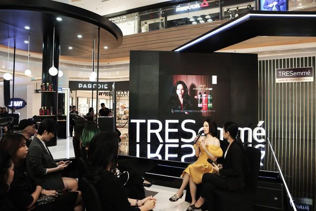 Bất ngờ hội ngộ trong cùng sự kiện, Hồng Xuân, Hà Trúc không hẹn đều chọn phong cách tóc từ sàn runway NYFW 2019 - Ảnh 6.