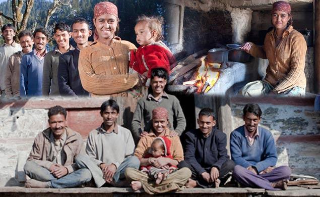 Hôn nhân ở vùng đất lạ kỳ nhất thế giới: Một chị vợ 5-7 anh chồng, chuyện ái ân phải xếp lịch chia ca để công bằng cho tất cả - Ảnh 2.