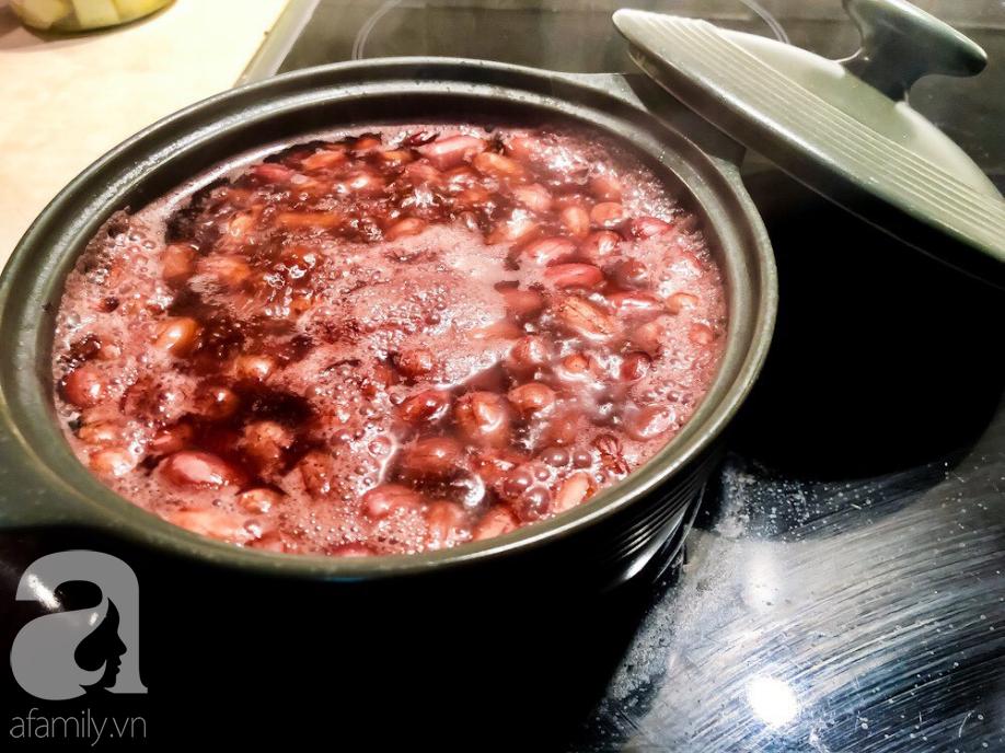 Cách dùng nồi cơm điện nấu xôi lạc mềm ngon thần sầu, vụng mấy cũng thành công - Ảnh 2.