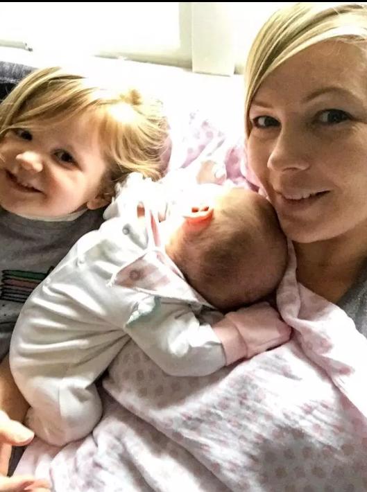 Con gái 3 tuần tuổi bỗng nhiên sùi bọt mép và ngừng thở, người mẹ hoảng sợ lên tiếng cảnh báo các cha mẹ tuyệt đối đừng làm điều này - Ảnh 3.