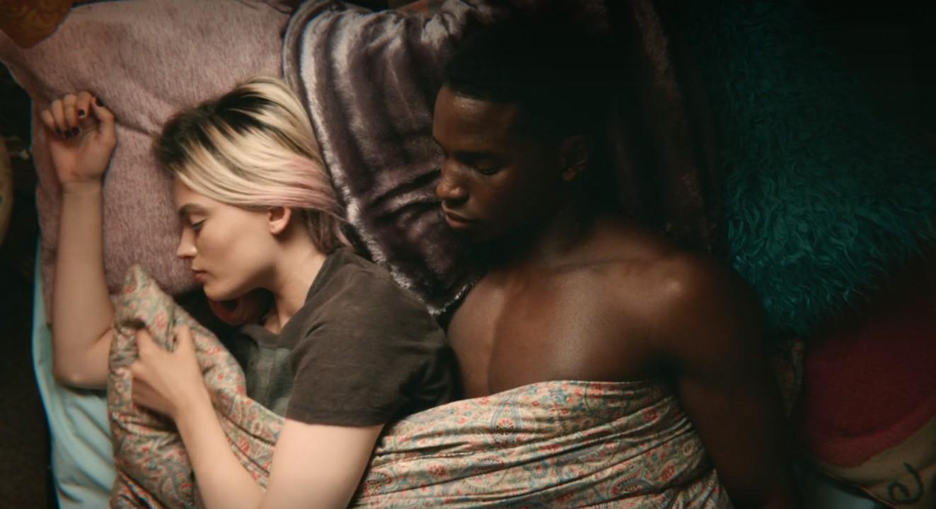 Sex Education: Bộ phim giáo dục giới tính gây sốc với đầy rẫy cảnh ân ái và những câu thoại bị cho là dơ bẩn - Đằng sau thực sự là gì? - Ảnh 7.