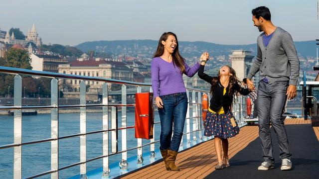 Vô vàn lợi ích khi cho trẻ em đi du lịch từ nhỏ - Ảnh 1.