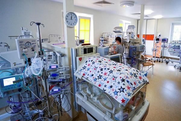 Người mẹ mang thai 5 cực hiếm, lúc lâm bồn các bác sĩ choáng váng khi nhìn thấy điều này vào phút cuối - Ảnh 1.