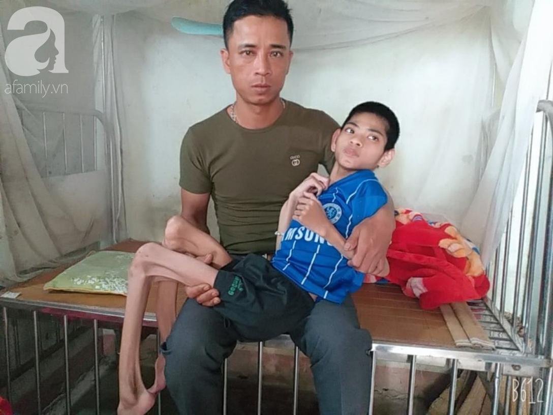 Lời khẩu cầu của người bà chăm 2 đứa cháu bị bại liệt, teo não bẩm sinh, cố giành giật sự sống từng ngày - Ảnh 8.
