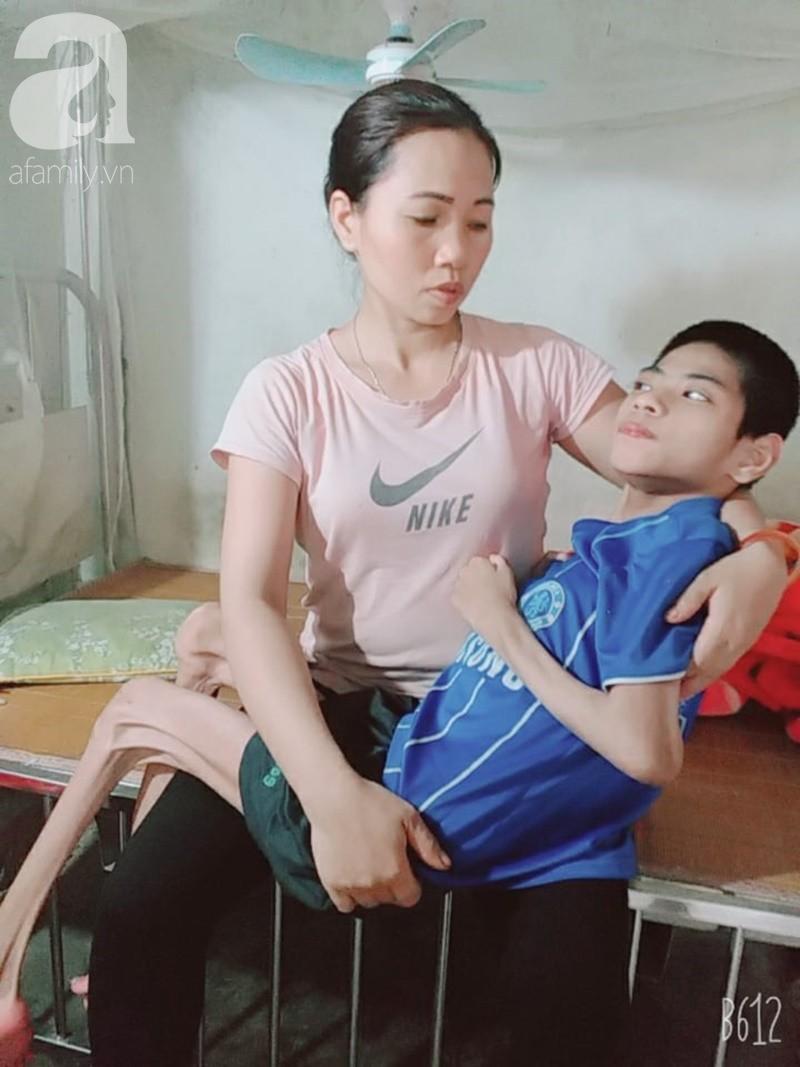 Lời khẩu cầu của người bà chăm 2 đứa cháu bị bại liệt, teo não bẩm sinh, cố giành giật sự sống từng ngày - Ảnh 10.