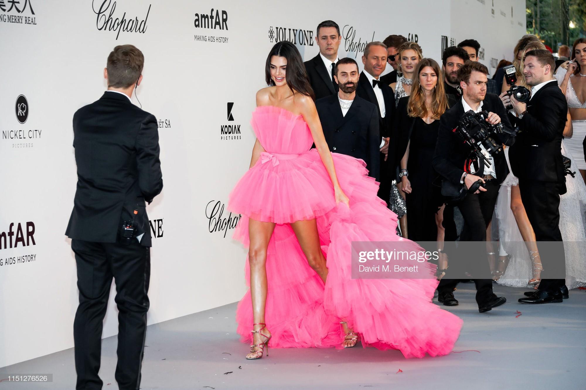 Hút hết mọi ánh nhìn và truyền thông - Mỹ nhân này mới chính xác là tâm điểm chú ý trên tại LHP Cannes 2019  - Ảnh 1.