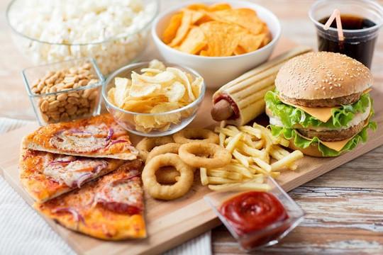 Kiểu ăn gây ung thư tương đương với nghiện rượu - Ảnh 1.