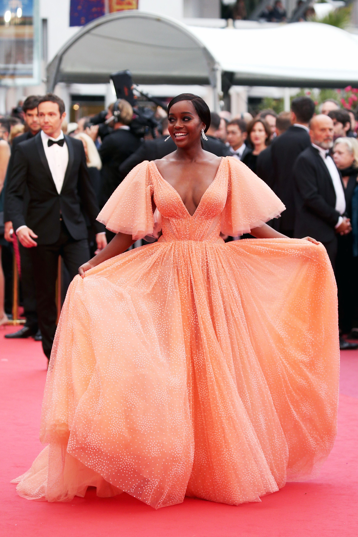 """Chẳng cần chiêu trò """"hở da thịt"""", 25 bộ cánh này vẫn được công nhận là đỉnh nhất Cannes 2019 - Ảnh 18."""