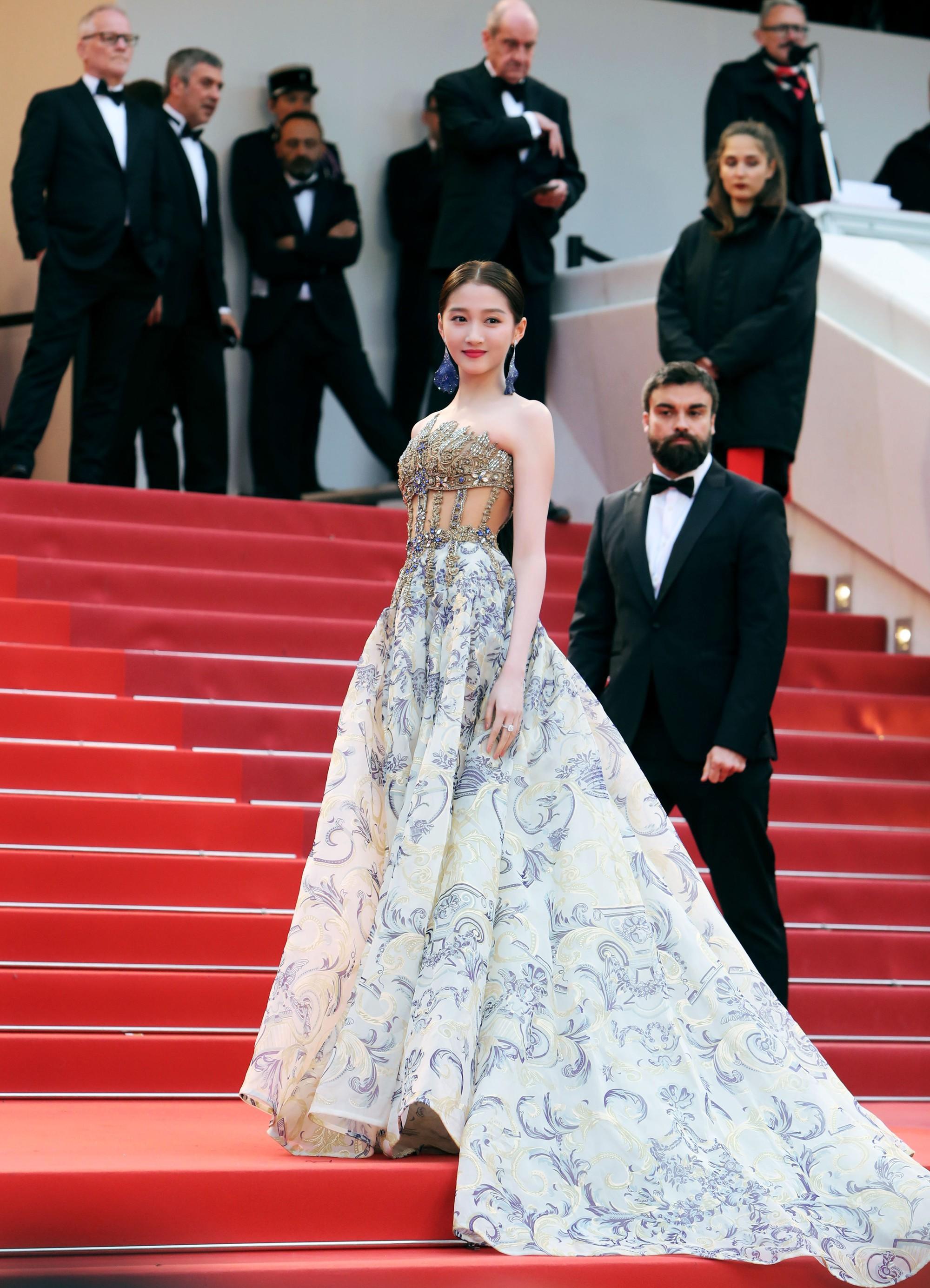 """Chẳng cần chiêu trò """"hở da thịt"""", 25 bộ cánh này vẫn được công nhận là đỉnh nhất Cannes 2019 - Ảnh 6."""