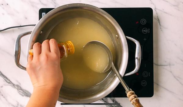Tôi học được bí quyết nấu súp trứng ngon của đầu bếp nhà hàng, nấu thử ai cũng trầm trồ khen ngợi - Ảnh 1.