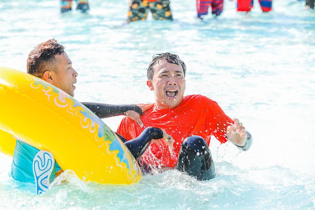 Running Man: Không thể tưởng tượng được cảnh Trấn Thành bơi đến... tụt quần, tỉnh bơ mặc lại nhưng lại là quần trái! - Ảnh 10.