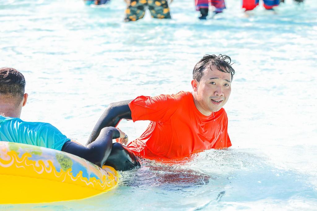 Running Man: Không thể tưởng tượng được cảnh Trấn Thành bơi đến... tụt quần, tỉnh bơ mặc lại nhưng lại là quần trái! - Ảnh 9.