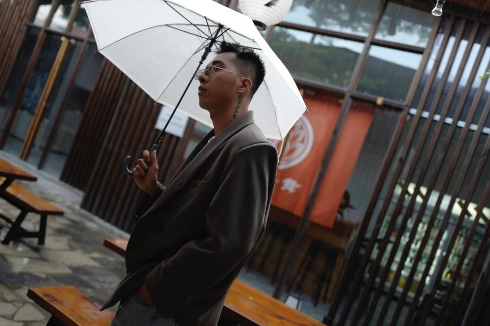 Only C chơi lớn biến con phố ở Đà Lạt thành Nhật Bản trong ca khúc xé tim khán giả - Ảnh 2.
