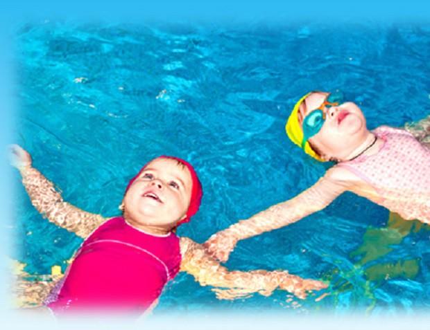 Chuyên gia chỉ cách phòng bệnh tai, mũi, họng khi cho con đi bơi - Ảnh 2.
