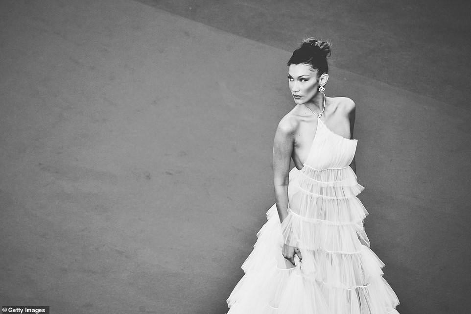 Top khoảnh khắc đắt giá nhất Cannes 2019: Dàn mỹ nhân 9X bất ngờ chiếm đa số, Selena và cặp đôi Brooklyn ấn tượng mạnh - Ảnh 8.