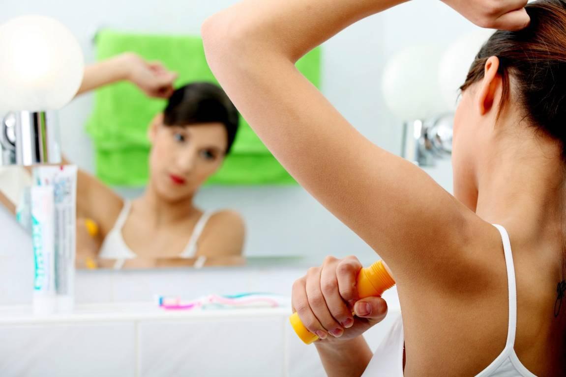 Mùa hè, dùng lăn khử mùi mà mùi hôi nách càng thêm tệ? Đó là do bạn mắc phải những lỗi sau - Ảnh 3.