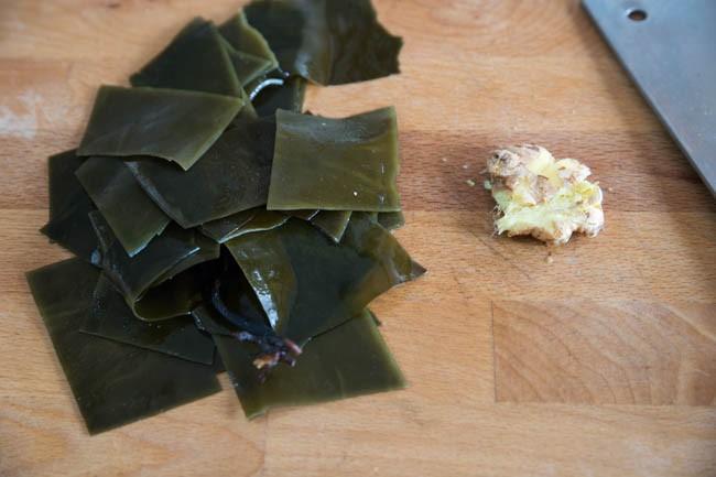 Canh tảo biển nấu sườn, ăn đến đâu ngọt mát đến đấy - Ảnh 2.
