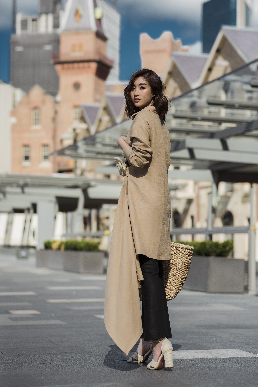 Chị em Hoa hậu Mỹ Linh - Tiểu Vy khiến ai cũng ngoái nhìn khi cùng dạo bước trên đường phố Sydney  - Ảnh 8.