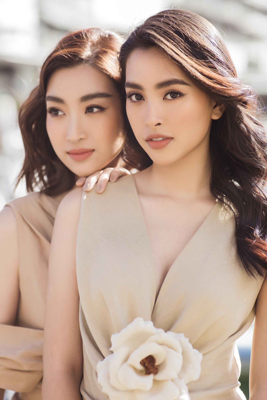 Chị em Hoa hậu Mỹ Linh - Tiểu Vy khiến ai cũng ngoái nhìn khi cùng dạo bước trên đường phố Sydney  - Ảnh 6.