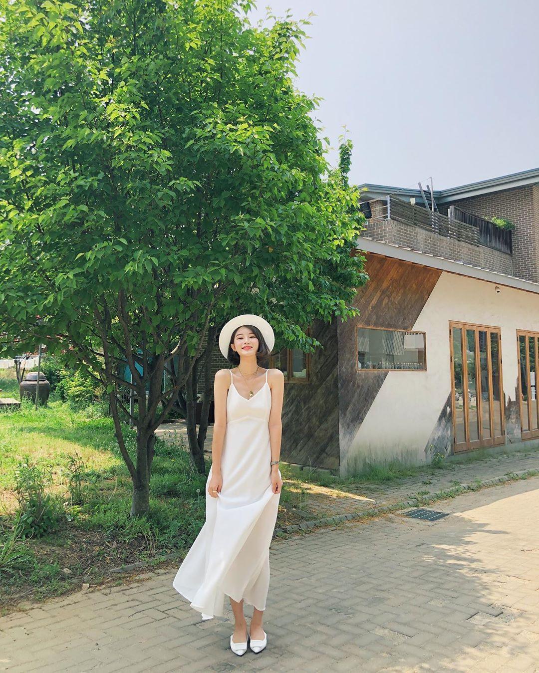 Nô nức diện váy thô mùa hè cho mát, muốn mặc đẹp hãy tham khảo 15 bộ đồ từ street style Châu Á này - Ảnh 7.