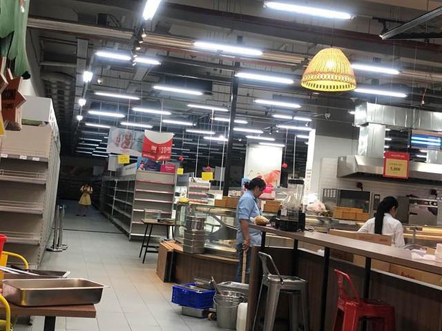 Hình ảnh siêu thị Auchan sau nhiều ngày tháo khoán rút khỏi Việt Nam - Ảnh 10.