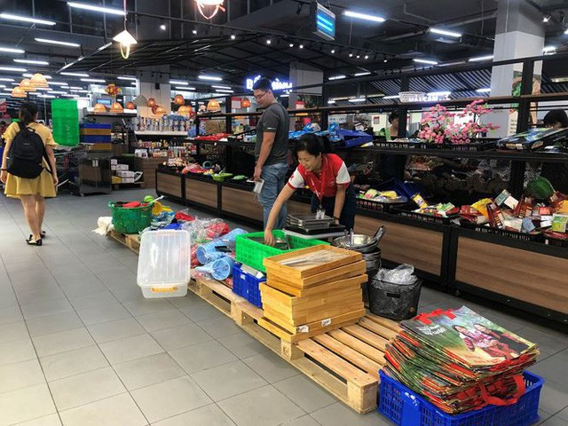 Hình ảnh siêu thị Auchan sau nhiều ngày tháo khoán rút khỏi Việt Nam - Ảnh 11.