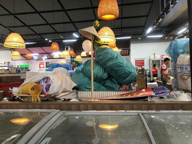 Hình ảnh siêu thị Auchan sau nhiều ngày tháo khoán rút khỏi Việt Nam - Ảnh 13.