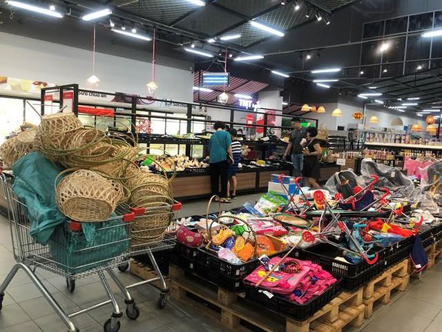 Hình ảnh siêu thị Auchan sau nhiều ngày tháo khoán rút khỏi Việt Nam - Ảnh 15.