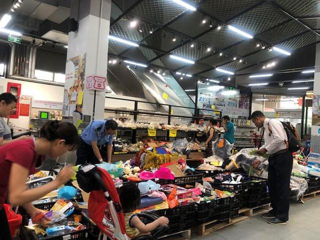 Hình ảnh siêu thị Auchan sau nhiều ngày tháo khoán rút khỏi Việt Nam - Ảnh 2.