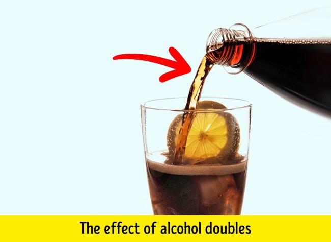 9 điều tốt nhất không nên làm khi bụng rỗng: Nhiều người làm sai gây tàn phá sức khỏe - Ảnh 3.