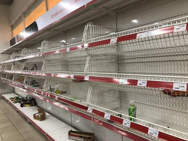 Hình ảnh siêu thị Auchan sau nhiều ngày tháo khoán rút khỏi Việt Nam - Ảnh 4.