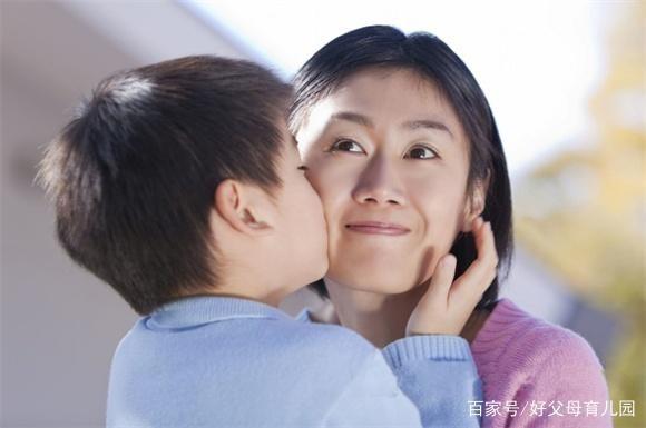 """Câu nói """"Con trai lớn tránh mẹ, con gái lớn tránh cha"""" chỉ đúng một phần và lời giải thích của chuyên gia tâm lý giúp phụ huynh hiểu rõ hơn - Ảnh 1."""