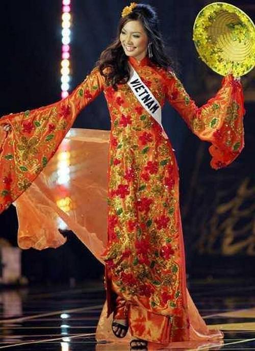 Từ trước khi có cuộc thi thiết kế, phần trang phục dân tộc của đại diện Việt Nam do ai phụ trách?  - Ảnh 11.