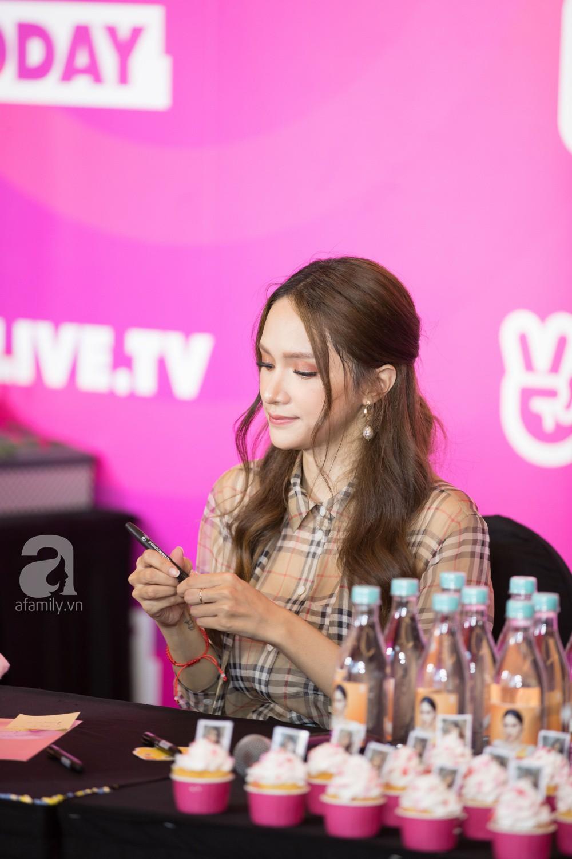 Trước hàng nghìn fan, Hương Giang ghi điểm với vẻ ngoài xinh xắn và đáng yêu hết nấc - Ảnh 3.