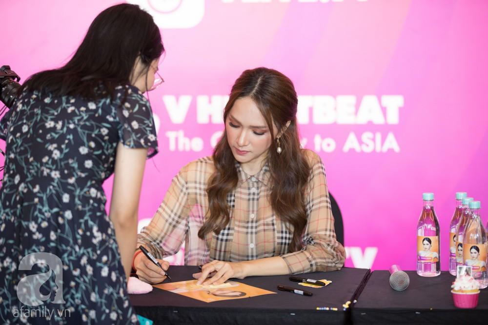 Trước hàng nghìn fan, Hương Giang ghi điểm với vẻ ngoài xinh xắn và đáng yêu hết nấc - Ảnh 4.