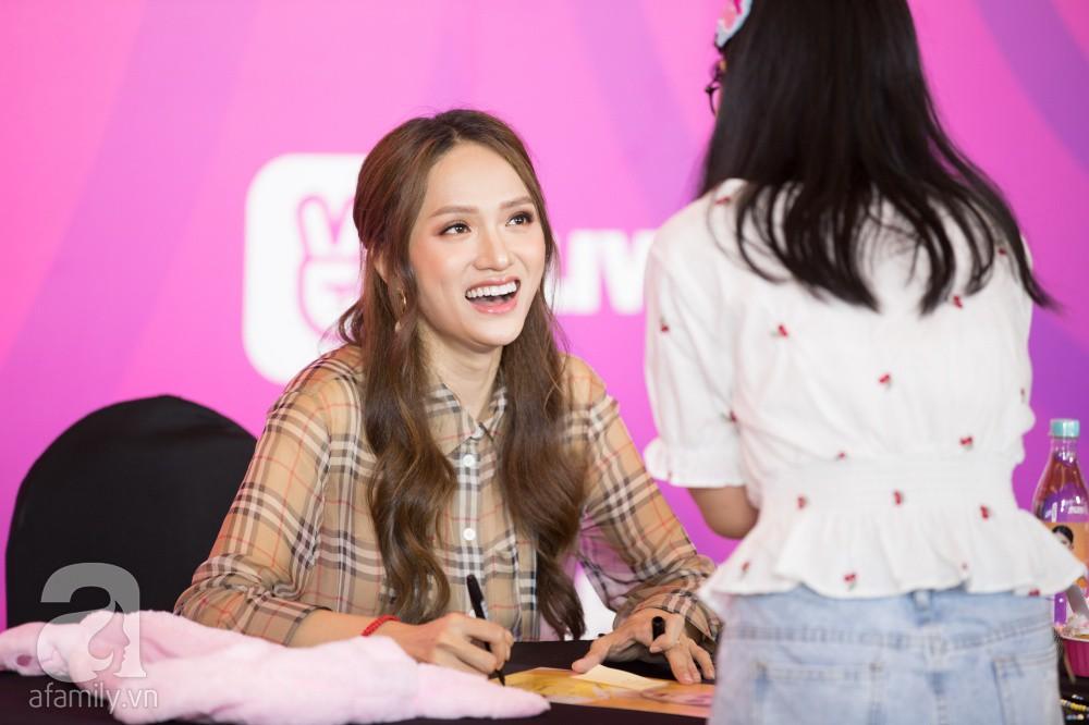 Trước hàng nghìn fan, Hương Giang ghi điểm với vẻ ngoài xinh xắn và đáng yêu hết nấc - Ảnh 5.