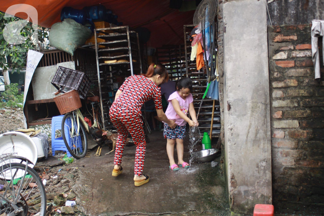 Hà Nội: Cận cảnh núi rác khổng lồ bốc mùi hôi thối nồng nặc dưới chân cầu Long Biên - Ảnh 14.