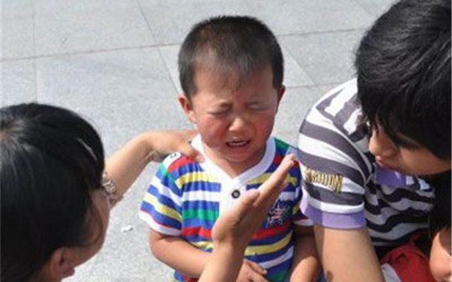 Bé trai 9 tuổi nhảy lầu vì phạm sai lầm nhỏ ở trường: Bố mẹ đừng biến mình từ người thân nhất thành người đáng sợ nhất - Ảnh 3.