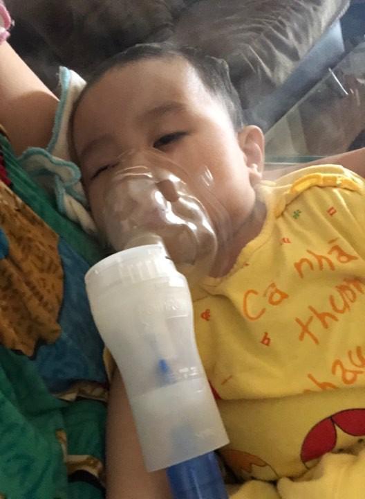 Sau chuỗi ngày kinh khủng từ lúc con ho nhẹ, suy hô hấp đưa đi chụp X-quang trắng xóa, người mẹ trẻ lên tiếng cảnh báo nghiêm cấm người lớn làm điều này - Ảnh 9.