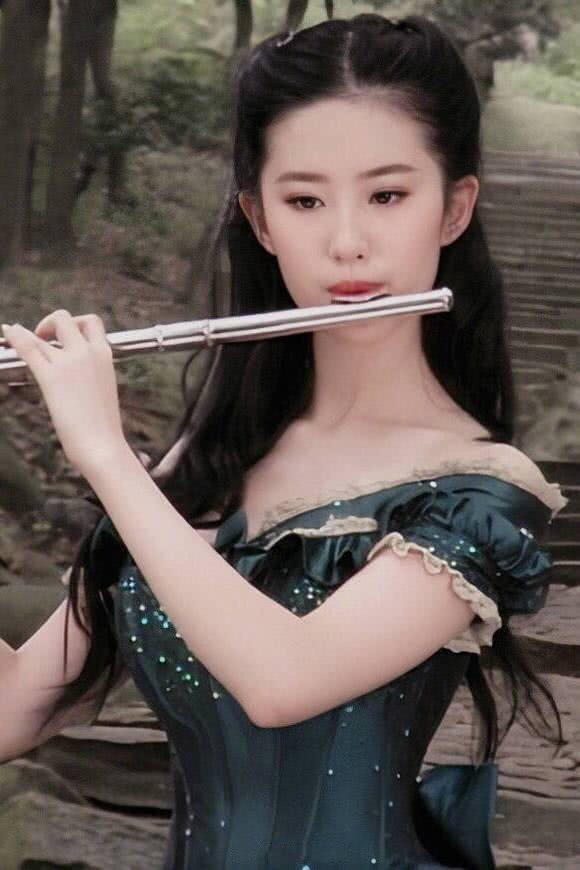 Chương Tử Di 24 tuổi xinh đẹp tựa nữ thần nhưng Lưu Diệc Phi tuổi 17 cũng đâu kém cạnh: Danh thần tiên tỷ tỷ không phải là trò đùa  - Ảnh 2.
