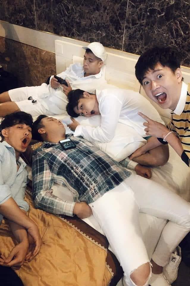 Bị hội bạn thân dìm hàng, Trấn Thành còn lộ sở thích... nghe clip Trang Trần chửi để ngủ ngon hơn - Ảnh 1.