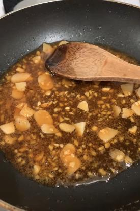Xem ngay món cá Anchovy Hàn Quốc rang vừa đậm vị lại giòn ngọt thơm ngon cho thực đơn cơm tối ngày mưa - Ảnh 2.