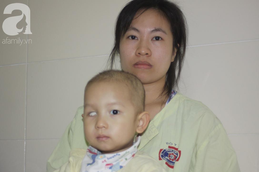 Lời khẩn cầu của người mẹ có con trai 1 tuổi nguy kịch vì ung thư võng mạc không có tiền mổ, bố bỏ đi - Ảnh 6.