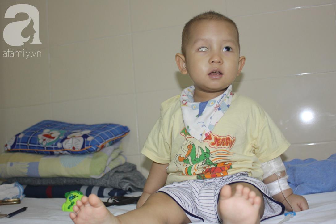 Bố bỏ rơi, người mẹ ôm con trai 18 tháng tuổi bị ung thư võng mạc đi tìm ánh sáng - Ảnh 8.