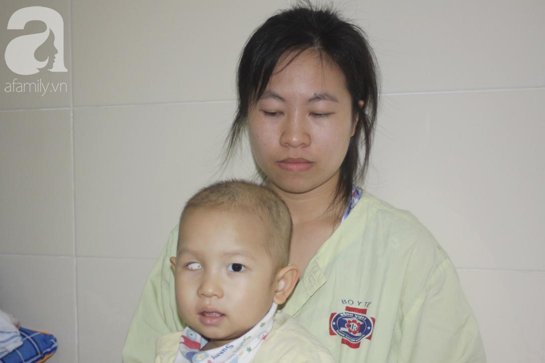 Lời khẩn cầu của người mẹ có con trai 1 tuổi nguy kịch vì ung thư võng mạc không có tiền mổ, bố bỏ đi - Ảnh 5.