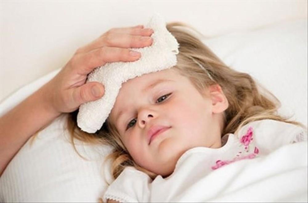 Đứa trẻ 8 tháng tuổi bị sốt rồi tử vong do cách chữa bệnh sai lầm từ cha mẹ - Ảnh 3.