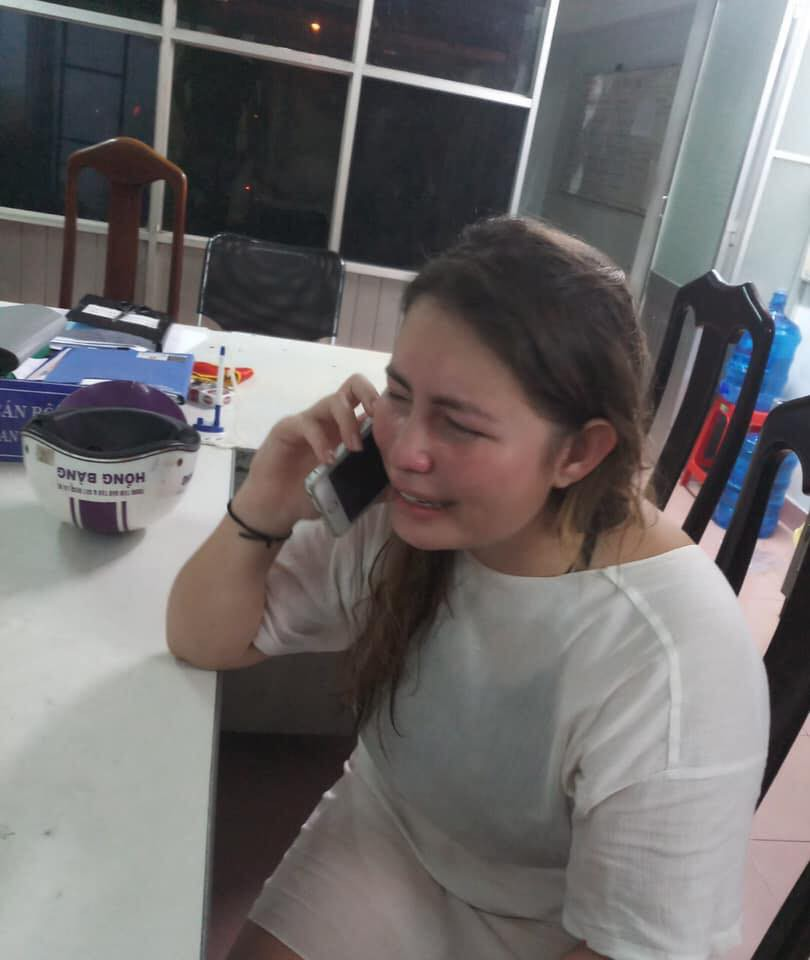 Du khách nước ngoài khóc thảm thiết vì bị mất túi xách có toàn bộ giấy tờ tùy thân khi đi du lịch ở Nha Trang - Ảnh 2.