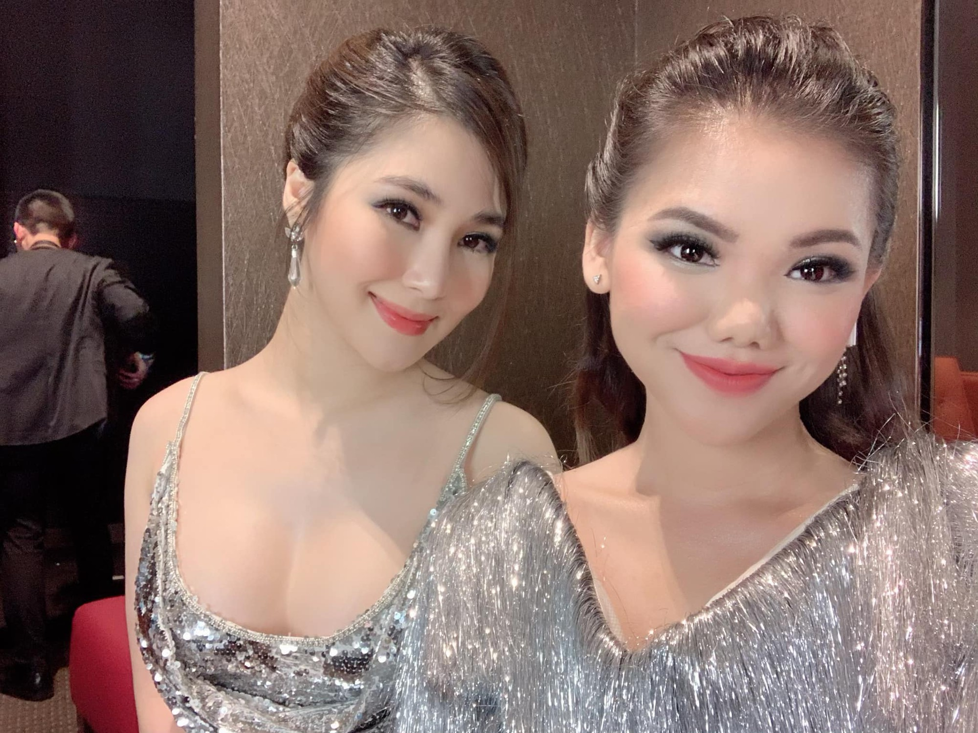 Hương Tràm nhận show hát ở Mỹ nhưng chiếc váy tuyệt đẹp cô mặc lại khiến người nhiều bất ngờ  - Ảnh 4.